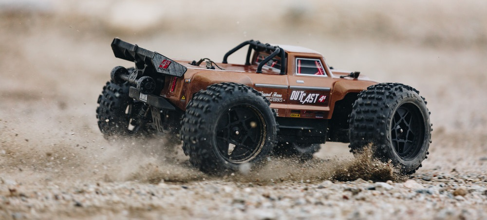Arrma Outcast 4S BLX 1:10 4WD RTR černá