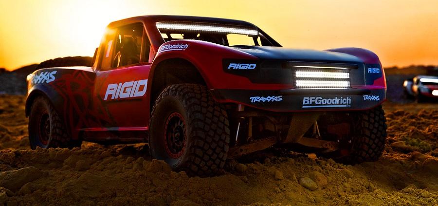 Traxxas Unlimited Desert Racer 1:8 TQi RTR s LED