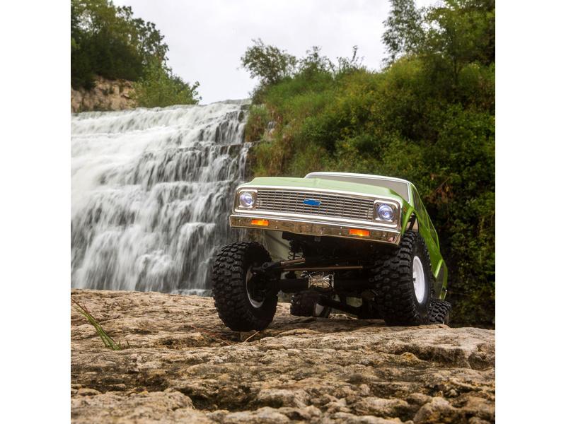 Vaterra Chevy Suburban 1972 Ascender-S 1:10 4WD RTR