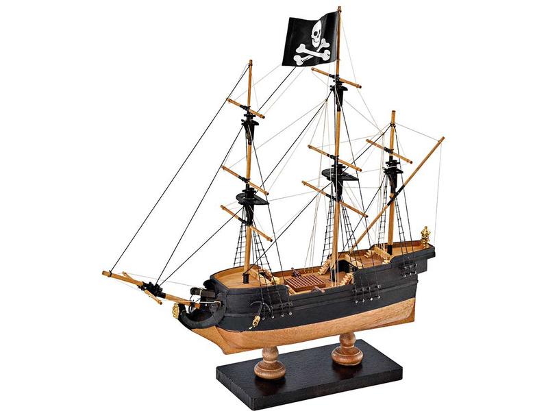 AMATI Pirátská loď 1:135 First step kit