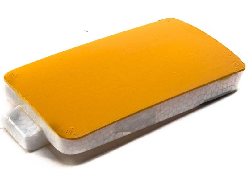 Extra 300 1,3m: Kryt baterií